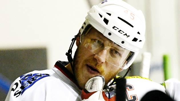 KAPITÁN. Rudolf Suchánek věří, že si jeho David Servis ve finále krajské ligy proti Písku vynutí třetí rozhodující zápas.