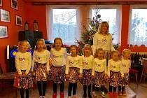 Sousedské posezení v Horosedlech zpestřily děti vedené Věrou Vondrákovou.
