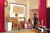 V Borovanech děti zahrály pohádku.
