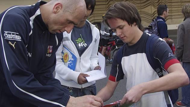 """V době reprezentační kariéry úspěšného kanonýra Jana Kollera patřil jeho autogram k nejžádanějším. Nyní se """"Dino"""" podepisuje svým příznivcům hlavně v ruské lize."""