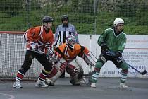 Hokejbalisté HC ŠD Písek sehráli o prodlouženém víkendu na domácím hřišti utkání Českého poháru a oblastní ligy. V obou zápasech se jim nedařilo a před svými příznivci prohráli.