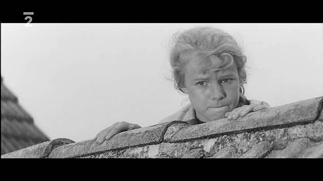 Čtrnáctiletou Jorgu Kotrbovou objevil pro filmové plátno Karel Kachyňa právě v Trápení. Jorga prý v dětství snila o tom, že bude studovat veterinární lékařství a milovala zvířata. Role Lenky tak pro ni byla jako stvořená.