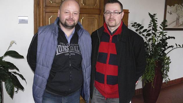 Na snímku je předseda Českomoravského svazu hokejbalu Josef Kozel (vpravo) a předseda organizačního výboru nadcházejícího hokejbalového mistrovství světa juniorů v Písku Vít Čapek.