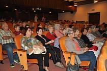 Seniorské hrátky v divadle v Písku.