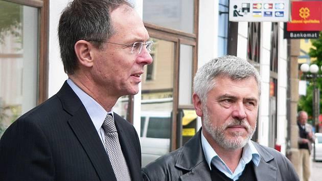 V úterý navštívil Písek někdejší kandidát na prezidenta Jan Švejnar. Prohlédl si město a jeho památky mu ukázal mimo jiné senátor Miroslav Krejča (ČSSD).
