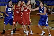 Druholigoví basketbalisté Písku zahájili nový soutěžní ročník dvěma domácími zápasy. Zatímco s družstvem TJ ČZU Praha prohráli 51:72, nad Berounem zvítězili 61:60.