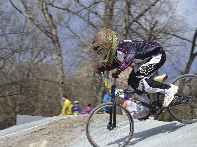 Na snímku je Johanka Seidlová (BMX Protivín) na trati závodu náborových jezdců v Pardubicích.