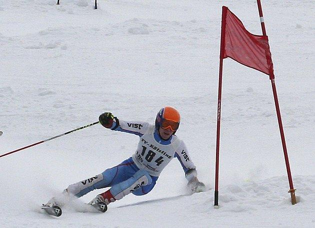 Petr Brandtner (na snímku) ze Ski klubu Písek dosáhl v obřím slalomu na Velkém Javoru nejlepšího času a získal tak pěkný pohár.