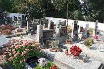 Monika Šavlová navštívila jihočeské hřbitovy