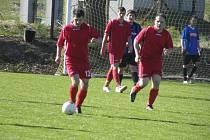Fotbalisté Sokola Čížová B (v červeném) zvítězili v dalším kole okresní III. třídy mužů nad mužstvem TJ Albrechtice nad Vltavou B 3:0.