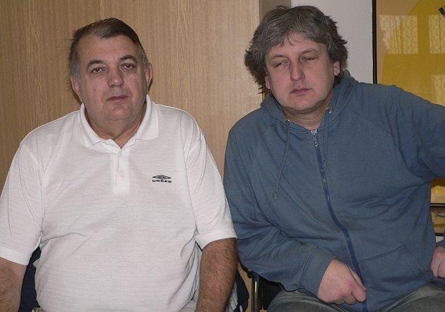 Předseda oddílu házené TJ Sokol Písek MUDr. Rudolf Žaba (vlevo) a manažer ing. Michal Horák věří, že v nadcházejícím jihočeském derby (17. 1.) proti Jindřichovu Hradci družstvo Písku uspěje.