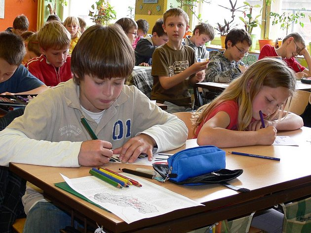 Děti z písecké a žilinské školy se učily společně. Ve třídě jich bylo více než čtyřicet.