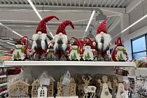 Sortiment vánočního zboží v píseckých obchodech je opravdu pestrý.