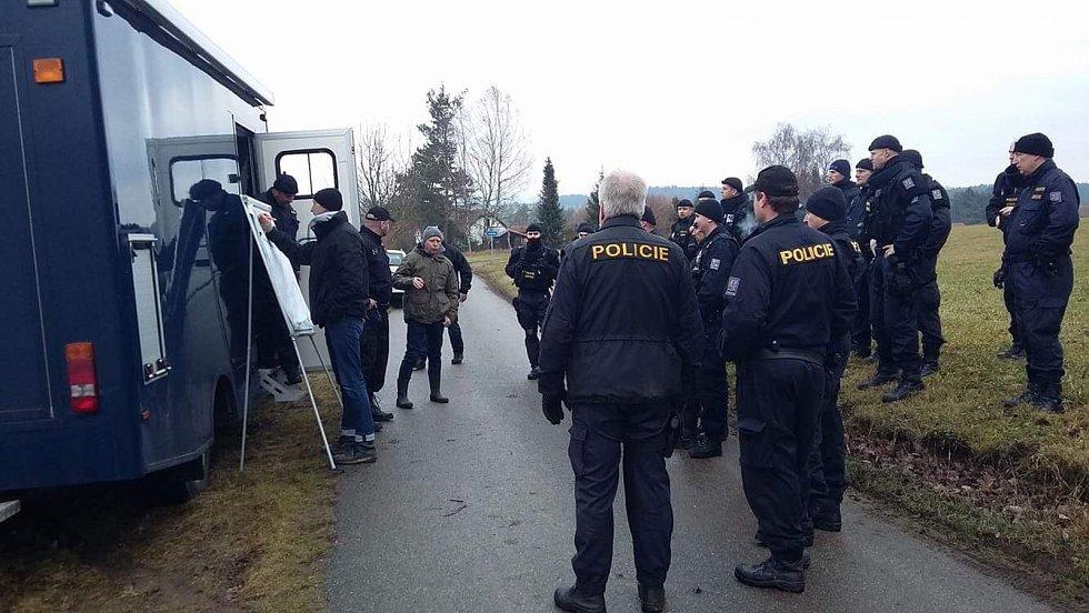 Policie vyšetřuje dvojnásobnou vraždu u Dobešic.