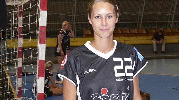 Házenkářka Martina Crhová poprvé nastoupila za interligové družstvo Písku v jihočeském derby proti Jindřichovu Hradci a jedním gólem přispěla k jeho vítězství v poměru 27:26.