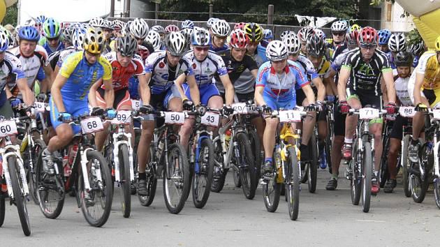 Náš snímek je ze startu závodu Galaxy CykloŠvec maraatonu v Semiích na trati 100 km.