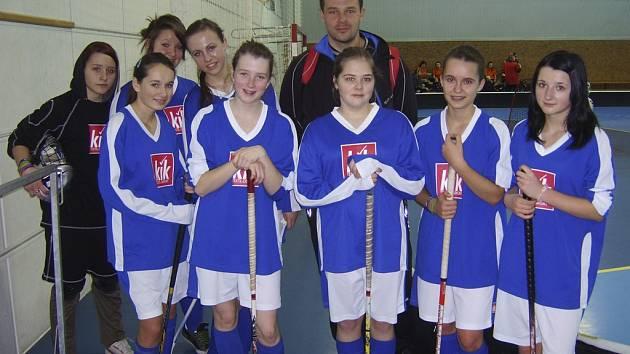 Dívky ze Základní školy Čimelice obsadily na krajském finále Orion Cupu ve florbale, hrané v Sezimově Ústí, páté místo.