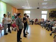 Děti vystoupily v seniorském domě ke Dni matek