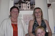 Raabovi před fotografií rodinné vily