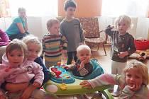 Děti z domova ve Veselíčku.
