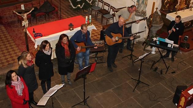 Koncert dětského pěveckého sboru Kosteláček a uskupení My všichni muzikanti v Kostelci nad Vltavou.