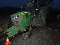 Nehoda osobního automobilu s traktorem v Květoňově na Písecku.