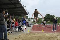 Tímto skokem dlouhým 551 cm vyhrál chyšecký závodník Petr Bareš v Táboře závod ve skoku dalekém v kategorii starších žáků a získal tak pro své barvy zlatou medaili.