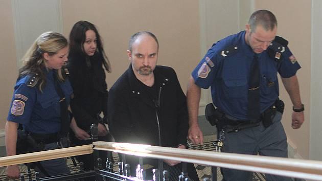 Soud vrahy manželů Gemrotových v osadě Pazderny na Písecku.