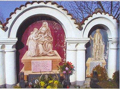 Malby v kapličkách na albrechtickém hřbitově