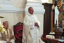 Mši svatou sloužil Norbert Vehovský, administrátor a rektor baziliky na Strahově.