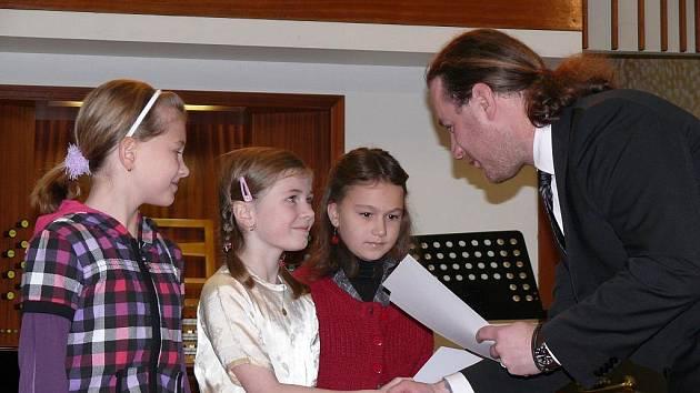 Předání ocenění žáků výtvarného oboru ZUŠ Písek.