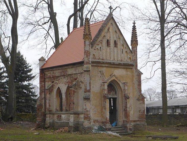 Hrobka Nádherných v areálu zámečku ve Veselíčku.