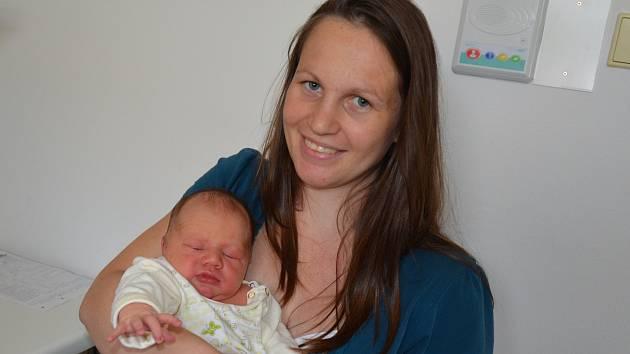 Jonáš Houdek zKestřan. Prvorozený syn Radky a Tomáše Houdkových se narodil 24. 5. 2019 ve 20.02 hodin. Při narození vážil 3800 g a měřil 51 cm.