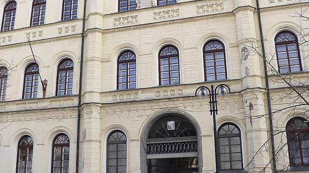 SOUČASNOST. V budově bývalého gymnázia v Komenského ulici v Písku je nyní sídlo Střední odborné školy a středního odborného učiliště.