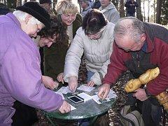 Každý účastník silvestrovského pochodu na Mehelník v Píseckých horách dostane v cíli speciální razítko.