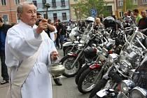 Žehnání motorkářům v Milevsku.