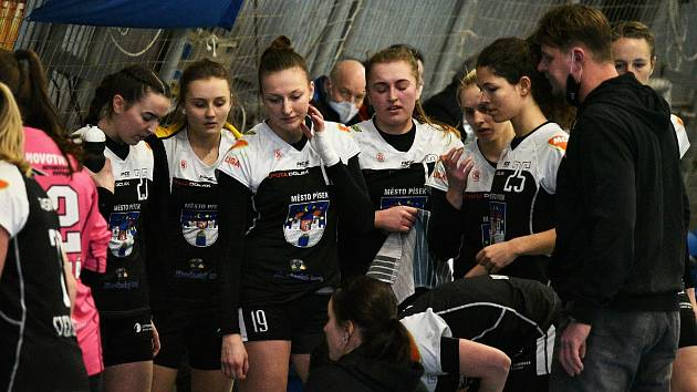 Písecké házenkářky v dohrávaném střetnutí 7. kola MOL ligy utrpěly ve slovenské Šaľe porážku 29:37.