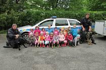 Čimelickou mateřinku navštívili policejní psi.