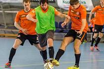 Futsalisté Unbrokenu (v oranžovém) soupeře přehrávali