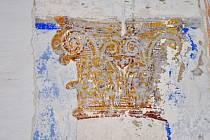 Odkryté malby v bývalé Komenského škole.