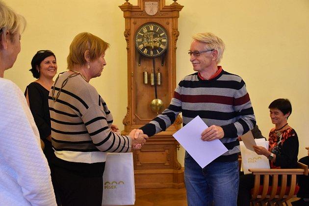 Vítěz Mezi mosty. Mezi plavci vyhrál Pavel Manda.