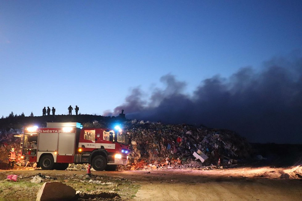 Požár skládky Vydlaby u Smrkovic.