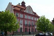 Objekt na rohu Budovcovy a Ševčíkovy ulice, kde sídlí některé odbory městského úřadu města Písek.