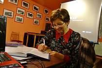 Jaroslava Pixová představila svou knihu Zámečky a tvrze jižních Čech v Horosedlech.