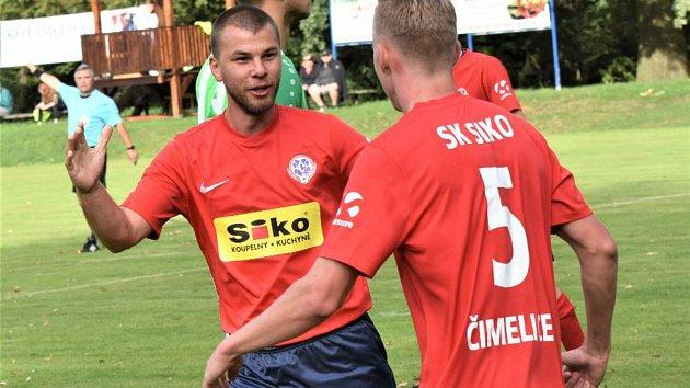 Premiérová výhra v Dražicích. Na snímku se radují Miloslav Káš (vlevo) a Matěj Řežábek.