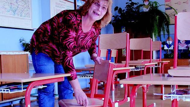 Ač neveliká, tak vybavená podle norem EU je například Základní škola v Albrechticích. Alespoň co se týká nastavitelných židliček, které de facto rostou s dítětem.