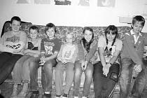 ODPOVÍDALI. Na snímku jsou Karel Kulich, Jakub Chudomel, Václav Trnka, Jan Kohout, Sofie Kušnieriková, Viktorie Danielová a Martin Batista. Všichni chodí do třídy 5. A.