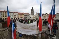 Před dvěma týdny lidé demonstrovali v Českých Budějovicích. Teď se chystá shromáždění proto vládním opatřením v Písku. Ilustrační foto.