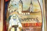 Opona mirotických ochotníků z roku 1924 namalovaná podle obrazů Mikoláše Alše.