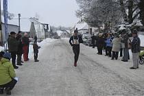 Jiří Jansa z Atletiky Písek (na snímku v cíli loňského ročníku Silvestrovského běhu v Jistebnici) obsadil konečné třetí místo a ve své kategorii skončil druhý.